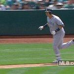 DAAAAAAAE-HO!  A three-run funk blast to left center! Its 9-2 #Mariners. https://t.co/xOcfyV5Lnc