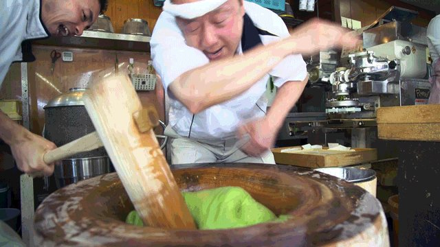 Pounding mochi with Japan's fastest mochi maker https://t.co/krwqMjz9m7 @specialforkdave @harrycovair #mochi #Japan https://t.co/ffSMg6ag8V