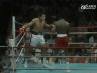 35-year-old #MuhammadAli dodges 21 punches from 19-year-old Michael Dokes in 10 seconds. Look at his victory dance