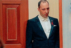 """Seriously, @MrTonyHale's reaction last night on #VEEP has to replace the """"Homer backing into bushes"""" meme: https://t.co/EBHqk5ma7v"""