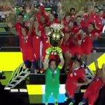 Momento que #Chile recibe la #CopaAmerica Centenario 🏆Vía @UnivisionSports https://t.co/ZE8Bqj4myx