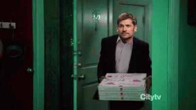 Jaime came back to King's Landing last night like...  #GameofThrones https://t.co/qly06QzJEm