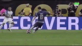 El gol de #Messi para rebobinar con el dedo, a pedido de @esacrosa https://t.co/eHkebOT2Ce