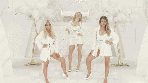 RT @Vevo: .@Fergie & her mama squad (@chrissyteigen, @KimKardashian) got that #MILFMONEY for ya! ????????: https://t.co/icLFEjQv6C https://t.co/H…