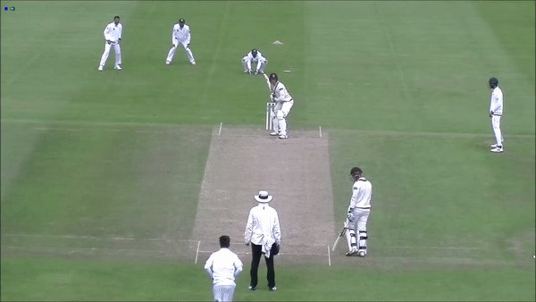 WICKET: Hose is bowled by Amir for 10 and Somerset are 23/2  #SOMvPAK https://t.co/UQnpROxWPm