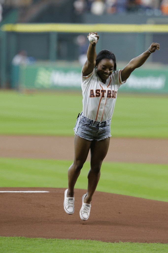 Olympic athlete @Simone_Biles throws an epic first pitch before the @astros game. Bravo! https://t.co/hBemMldvgM https://t.co/q7jS3x1lle