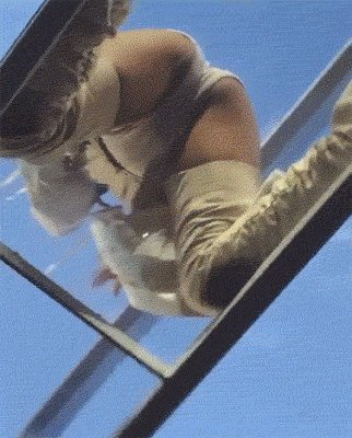 So Rihanna twerked on a glass bridge during her concert and it was L I T https://t.co/Ffc8IXzG4A