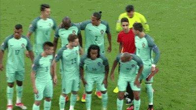 Of Portugal nu wint of verliest, deze jonge fan zal goed slapen vanavond! #porwal https://t.co/Vj4wvA6n59