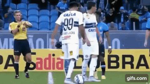 Árbitro Thiago Duarte Peixoto, de Cruzeiro x Vitória, sempre terá dificuldades em superar sua melhor atuação: https://t.co/PF7KLby5mH