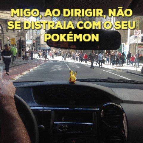Até o jogo avisa <3 pra você não capturar enquanto dirige, ok Brasil?