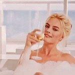 wine + bath + netflix https://t.co/z27dpEY53B