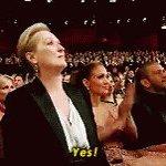 Ya saca el anillo Drake!!! 😍😍😍 #Rihanna #VMA https://t.co/BITTJuUOnC