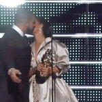 Si algún día te sientes triste, piensa en el pelado Drake, a él lo friendzonearon frente a millones de personas. https://t.co/ANefExgOq7