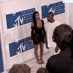 chegando pra expor ela #VMA https://t.co/lOJZAd26Cs