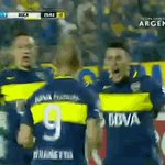 El abrazo que recibe #El9DeBoca de sus compañeros luego de convertir su primer gol con la Azul y Oro https://t.co/Fyiu29VW2l