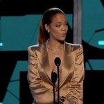 Jesse Ignjatobic, (prod. do VMA) revelou que Rihanna está fazendo um medley com as maiores músicas de sua carreira! https://t.co/qYbU5Gx1VH