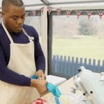 For those who have asked, here is Selasi piping out his cream. #GBBO https://t.co/E2dNh4dqqe