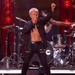 SURPRISE #iHeartFestival, @BillyIdol welcomes @MileyCyrus to the stage! AHHHHH! https://t.co/AVaOhWIulA 🔥 🔥 🔥 https://t.co/CsGpcEB889