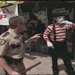 #mimos burlándose de policía borracho en bellavista. https://t.co/RRWdXNrksU