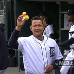 Miggy! His double scores Kinsler and Maybin, giving us a 2-0 lead in the 1st inning. https://t.co/ZMB53faWf9