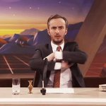 @ZDFneo strahlt ne alte Folge Neomagazin Royale aus und Jan Böhmermann zuhause so: #CDUlala https://t.co/5KOf2y7lM2
