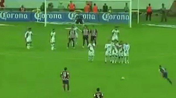 La zurda más educada del futbol mexicano cumple años hoy. ¡Felicidades, @RamonMorales11! Nadie como tú... https://t.co/Paw7UziiPs