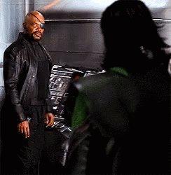 【アベンジャーズのちょっとした雑学】シリーズに登場する指揮官ニックフューリー彼には実はスーパーパワーを持ってる噂がある。