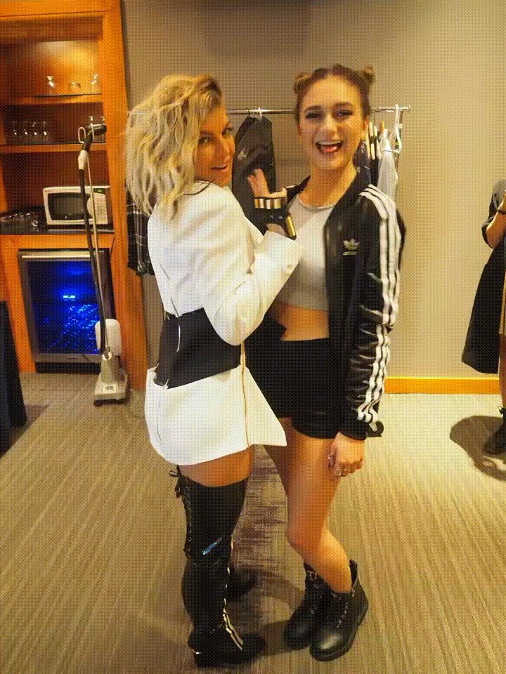 Hanging with @Daya ✌????️✌????️ #tbt https://t.co/5OfzALVjj0