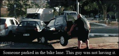 ¿Un coche aparcado o bloqueando el carril bici? No es necesario hacer como #Toromán, basta con denunciar 💶 y grua🛂