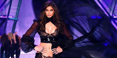 Showing up to your ex's funeral like #VSFashionShow https://t.co/PklSSRY7VN