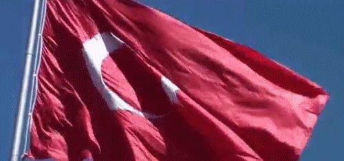 Boşa uğraşmayın bayrak düşmanları. Sonsuza kadar izleyeceksiniz bu görüntüyü.  #patlama #TürkiyeDizÇökmeyecek #terörülanetliyoruz https://t.co/XW4rFrVVmu