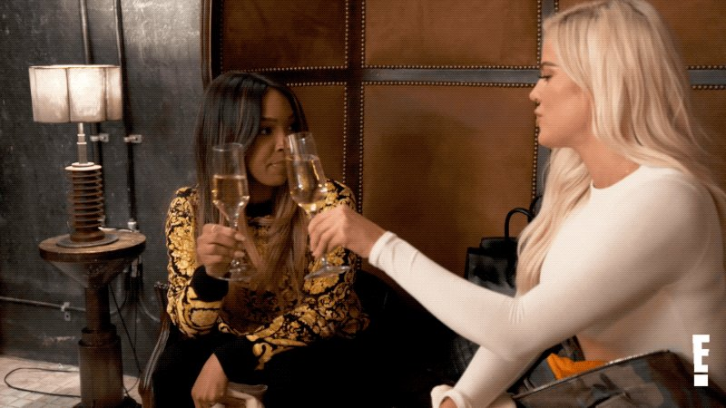 RT @khloesignals: Hey dolls! New Keeping Up starts now only on E! ???? #KUWTK https://t.co/FJdaWBF1N1