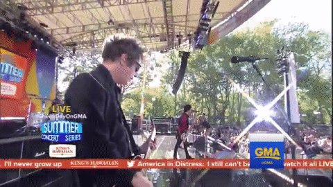 🎤 Do you have the time... To listen to me whine... 🎤@GreenDay #GreenDayOnGMA