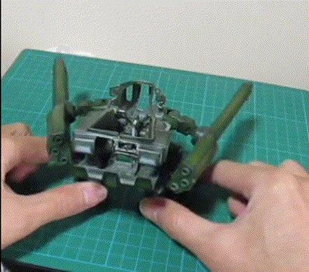 モンスター、脚のハの字展開に合わせて腕を上げてドーザー展開というところまでできた\(^o^)/ ドーザー、ホントはもっと