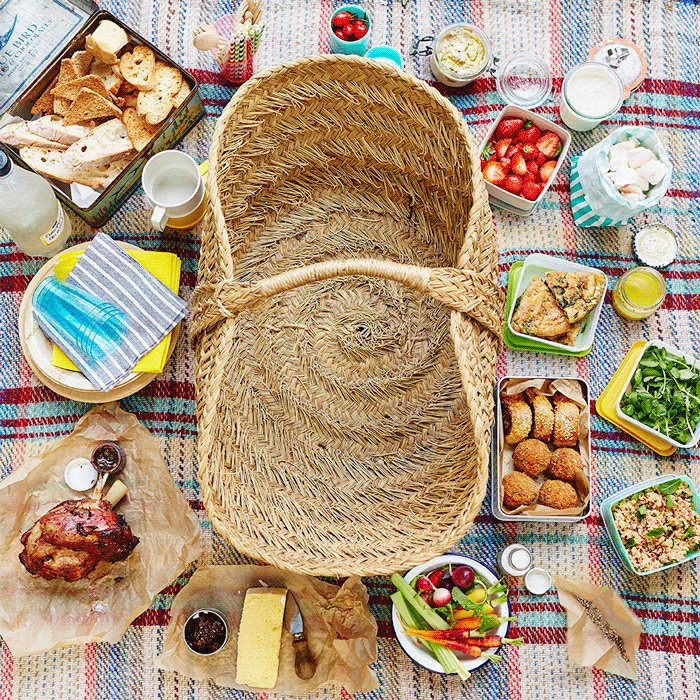 How do you do a picnic properly? Here are our top 4 ways ☀️????#NationalPicnicWeek https://t.co/AvI0jbQWlo https://t.co/nPZjyhZwoM