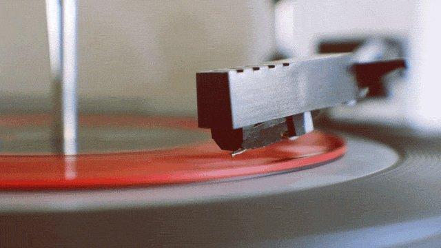 Music always sounds the best on vinyl..  https://t.co/kqYG2Tbyo8 https://t.co/CvB1UIvUbP