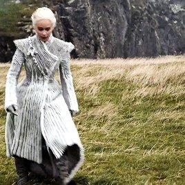 Daenerys Targaryen has her outerwear game on lock: https://t.co/u4hbQS1s5J...