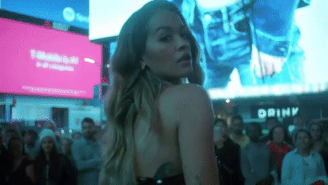 RT @MTVMusicUK: We are obsessed with @RitaOra's insane 'Anywhere' video ????????❣️ >>> https://t.co/nstGD9Fxa2 https://t.co/NSZ5HPQmrO