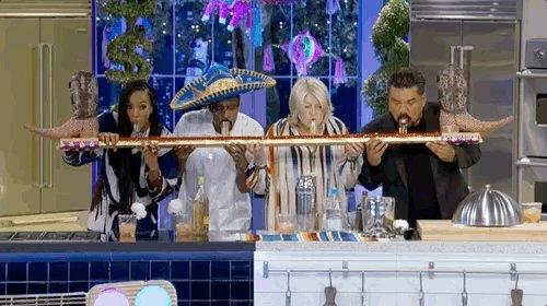 toastin up ???? #MarthaAndSnoop @VH1 @KELLYROWLAND @georgelopez https://t.co/QCh81jge13