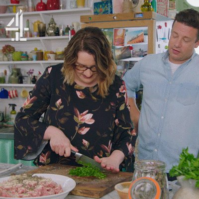 Our @SarahMillican75 is a force to be reckoned with in the kitchen… #FridayNightFeast https://t.co/VTghVqYhd5