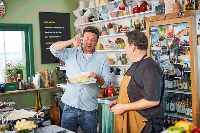 Love at first bite... ???? @JohnnyVegasReal on tomorrow's #FridayNightFeast, @Channel4 8pm. https://t.co/kKWTRGONAC