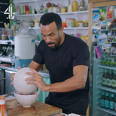 Remember, @CraigDavid. 6 of 1 thing (uh). Half a dozen of another. Can't be messing 'round. #FridayNightFeast https://t.co/h2q26L9NZc