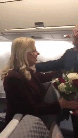 نتنياهو يفاجئ زوجته على ارتفاع 4 آلاف متر