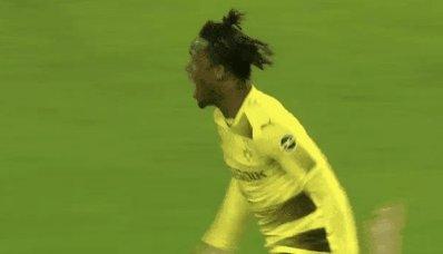 RT @manulud2011: 2 Goals, @mbatshuayi makes it crash #SGEBVB #Batsman https://t.co/gEwhxt6cI7