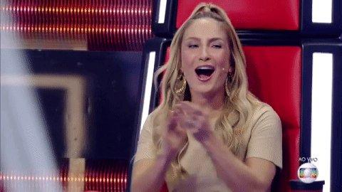 Claudia Leitte. Foto do site da The Voice Kids que mostra Todo o time da @ClaudiaLeitte, ou melhor, da Claudia  orgulho  Leitte,  merece palmas! ❤❤❤ #TheVoiceKids