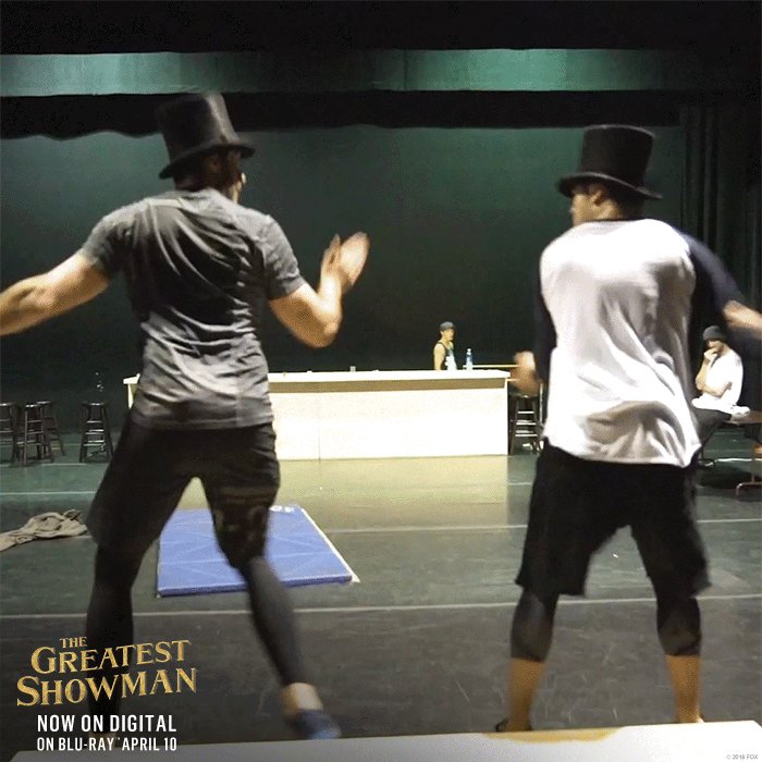 RT @GreatestShowman: The dynamic duo, @RealHughJackman and @ZacEfron! ???????? #GreatestShowman https://t.co/ivDGLcExGF