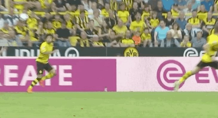 RT @StefanBuczko: .@Sanchooo10's special first touch reminded me of someone else today...   @MarioGoetze 👀 https://t.co/lLn2Ca2Xdq