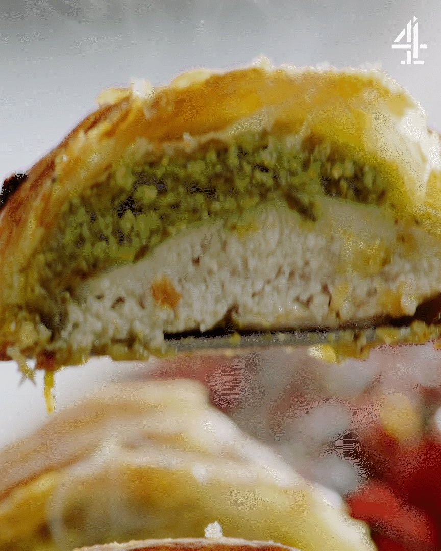 Hot, steaming and crispy. Pastry pesto chicken on point. #QuickAndEasyFood https://t.co/fZtL4yZ5oF