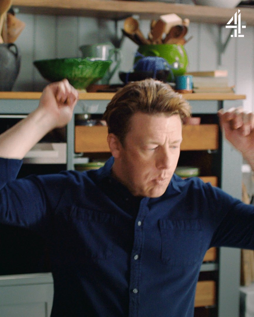 When you realise #QuickAndEasyFood is back on @Channel4 in 5 minutes.   Who's tuning in? https://t.co/FYwJ3rEqHH