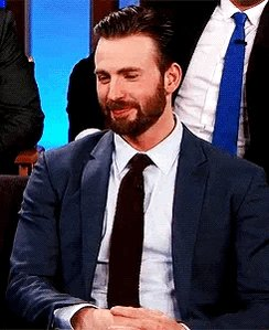 Happy Birthday to Chris Evans who is legit so precious and a lipless white man I will appreciate forever